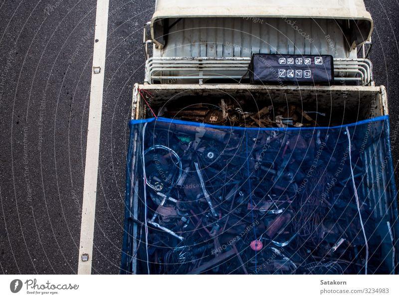 Draufsicht auf den Transportwagen auf der Straße Verkehr Güterverkehr & Logistik Autobahn Fahrzeug PKW Lastwagen Anhänger blau Top Aussicht Ladung Motor