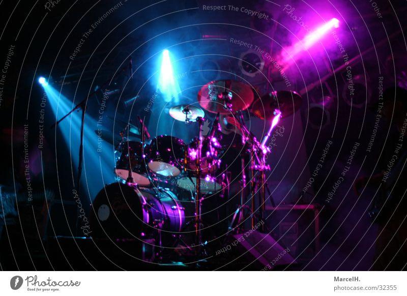 Schlag das Zeug blau dunkel Musik Konzert Neonlicht Musikinstrument Schlagzeug