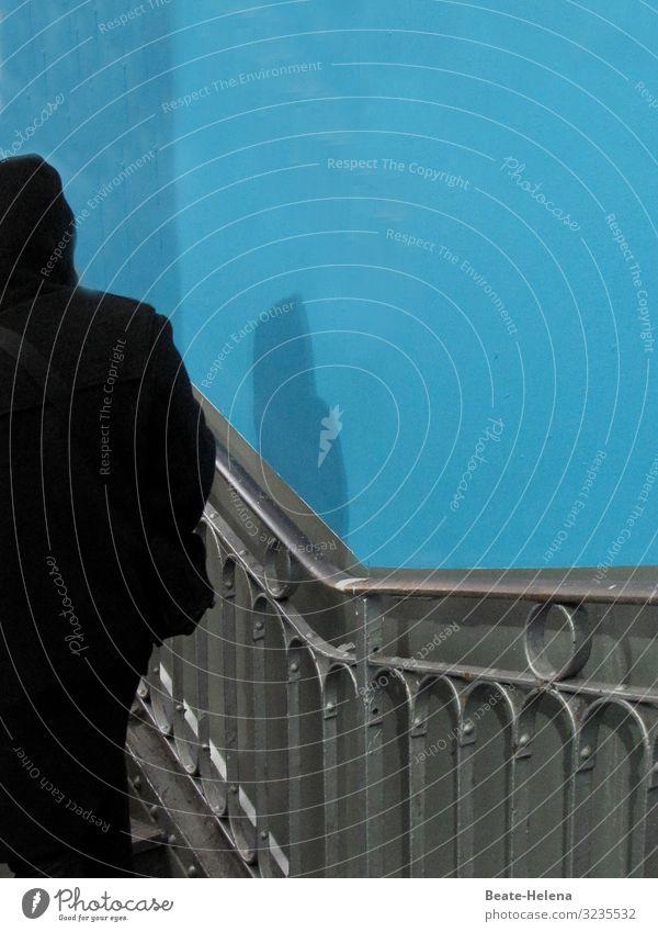Out of the Blue | 1300 blau Haus dunkel schwarz Wand Gefühle Gebäude Mauer außergewöhnlich Häusliches Leben gehen Wohnung Angst Treppe träumen Bekleidung