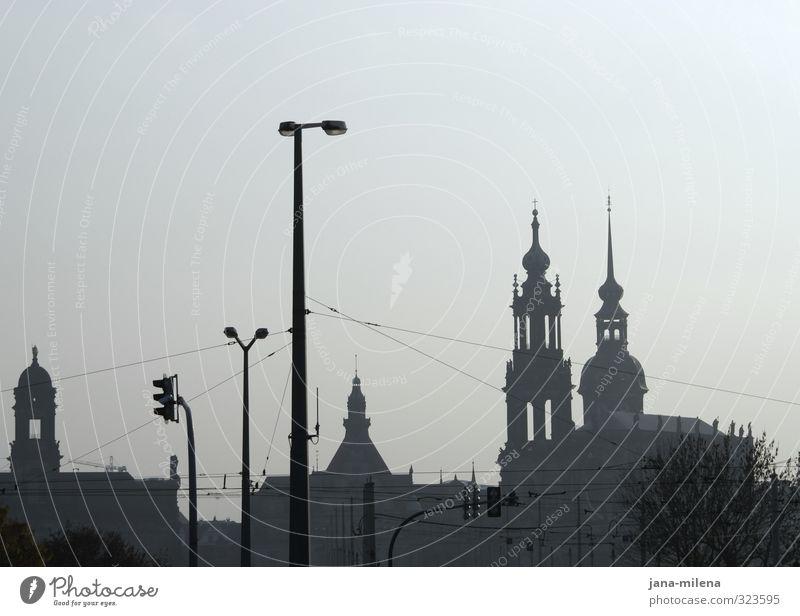dresden skyline Stadt Architektur Gebäude Deutschland Nebel Europa Kirche Bauwerk Straßenbeleuchtung Skyline Denkmal Wahrzeichen Stadtzentrum Dresden Sehenswürdigkeit DDR