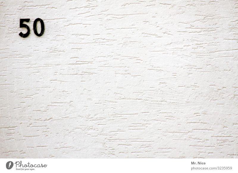 fuchzg Mauer Wand Fassade Zeichen Ziffern & Zahlen Schilder & Markierungen schwarz weiß 50 Hausnummer Jubiläum Putzfassade Geburtstag Fünfziger Jahre fuffzig