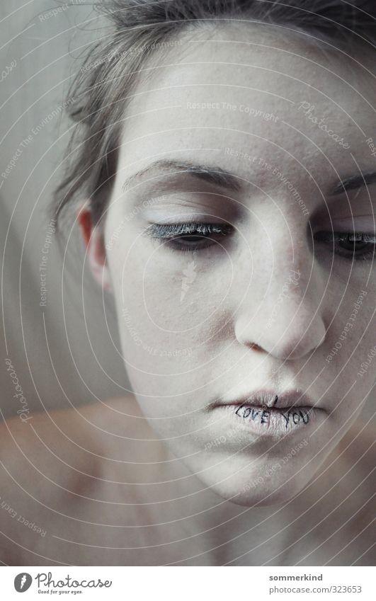 Geständnis Junge Frau Jugendliche Erwachsene Haut Kopf Gesicht Mund Lippen 1 Mensch 18-30 Jahre blond weiß Gefühle Tapferkeit Mut loyal Liebe Romantik