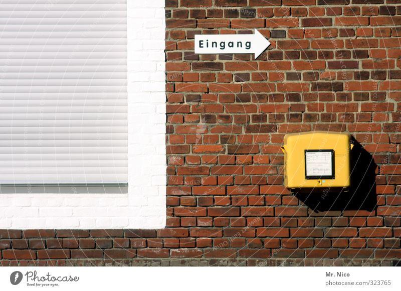 schreib mal wieder Arbeit & Erwerbstätigkeit Post Haus Gebäude Mauer Wand Fassade Fenster gelb Eingang Hinweisschild Rollladen geschlossen Briefkasten senden