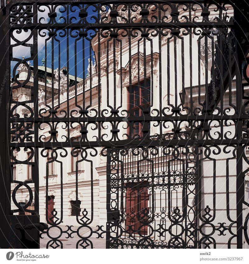 Belvedere Kunst Kunstwerk Himmel Schönes Wetter Wien Hauptstadt Burg oder Schloss Tor Bauwerk Gebäude Portal Mauer Wand Fenster Tür außergewöhnlich reich Stadt