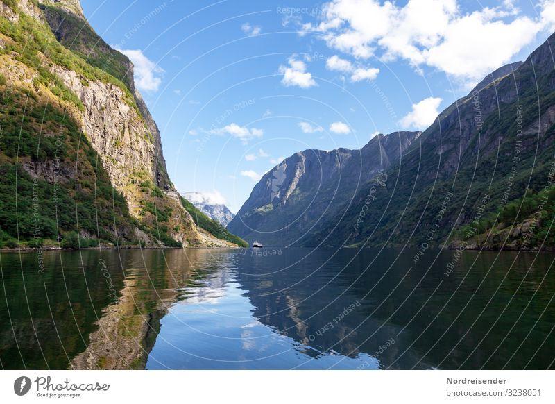 Aurlandsfjord Ferien & Urlaub & Reisen Tourismus Kreuzfahrt Meer Natur Landschaft Urelemente Wasser Himmel Wolken Sommer Schönes Wetter Felsen Berge u. Gebirge
