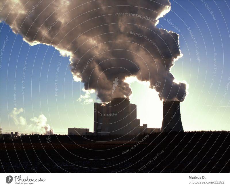 Heiter bis Wolkig Sonne Industrie Rauch Stromkraftwerke Braunkohle