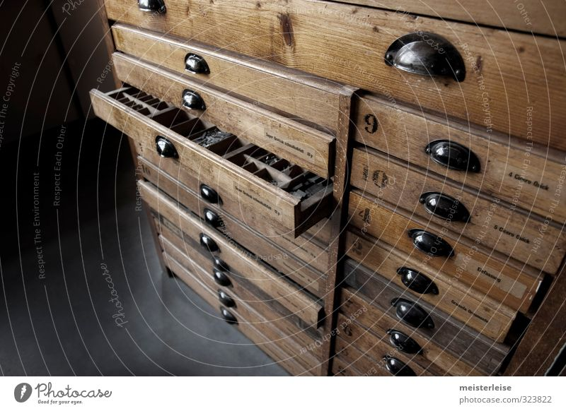 Buchstaben alt Holz Arbeit & Erwerbstätigkeit offen Schriftzeichen Industrie Ziffern & Zahlen historisch viele Beruf sortieren Griff Schrank Genauigkeit