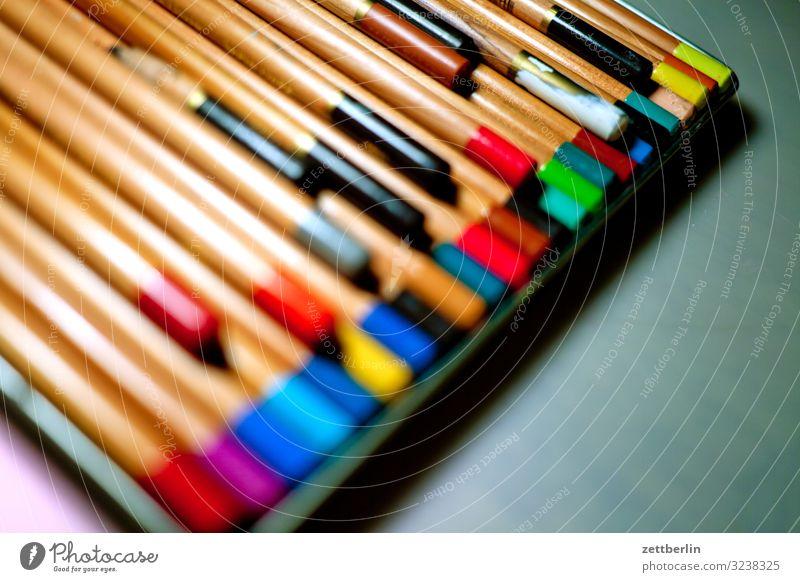 Bunte Buntstifte Hobelbank mehrfarbig Farbstift Entwurf Farbe Farbstoff Mediengestalter Grafiker Grafik u. Illustration illustrieren Idee Kreativität Kreide