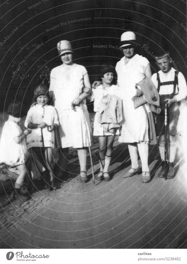 Gut behütet Frau Kind Ausflug elegant Hut Erinnerung Zwanziger Jahre Gruppenfoto