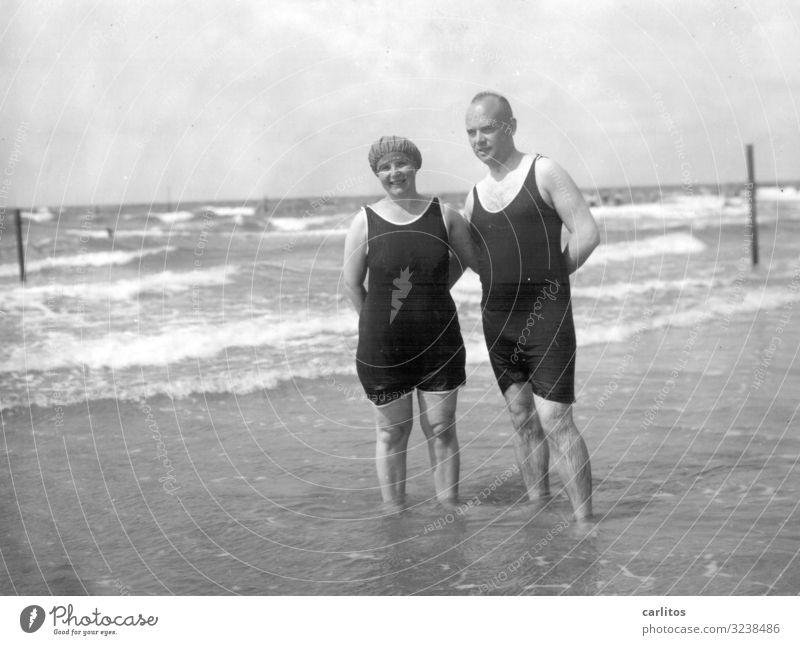 Oma und Opa am Meer Ostsee Zwanziger Jahre Ferien & Urlaub & Reisen Glück Familie & Verwandtschaft Vergangenheit Schwarzweißfoto Weimarer Republik