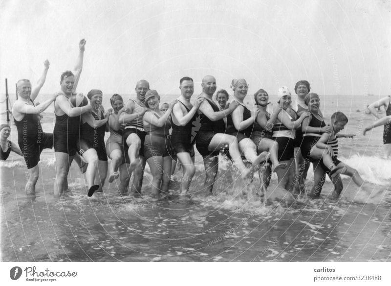 Badespaß vor 100 Jahren 2.0 Ferien & Urlaub & Reisen Meer Freizeit & Hobby Vergangenheit Ostsee Großmutter Großvater früher Großeltern Ausgelassenheit