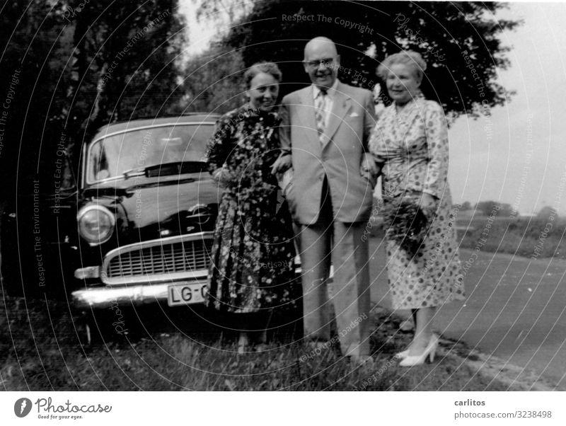 Sonntagsausflug Sechziger Jahre Vergangenheit Wirtschaftswunder Stolz Reichtum PKW Mobilität Ausflug Ausfahrt Körperhaltung Erinnerung erinnern Opel
