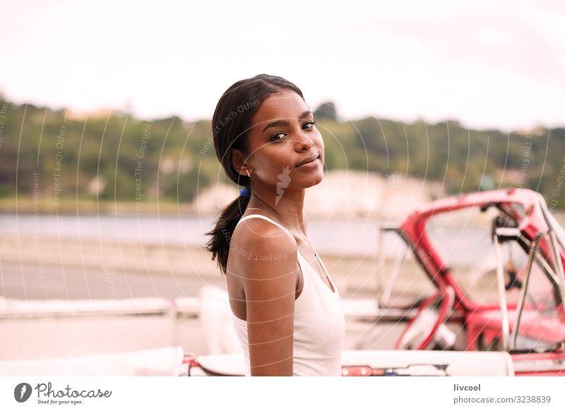 junger kubanischer und rosa Almendron, Havanna Lifestyle Glück Leben Insel Mensch Junge Frau Jugendliche Erwachsene Körper Haut Kopf Gesicht Auge Ohr Nase Mund