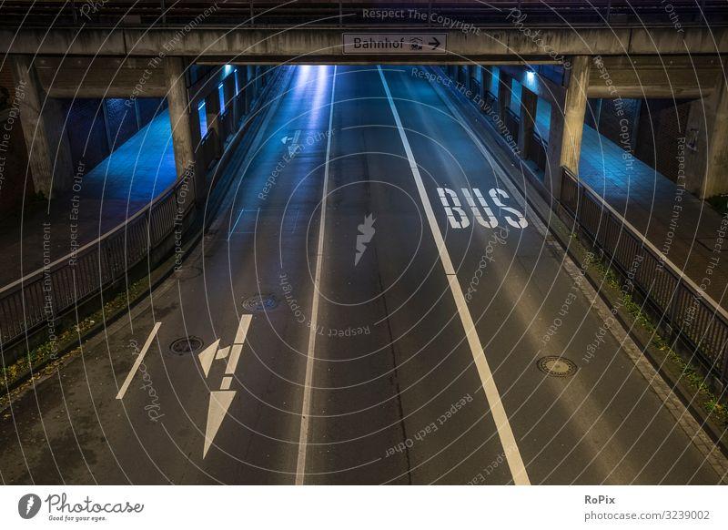 Kein öffentlicher Nahverkehr in der Nacht. Natur Stadt Straße Architektur Lifestyle Umwelt Kunst Arbeit & Erwerbstätigkeit Stimmung Design Verkehr