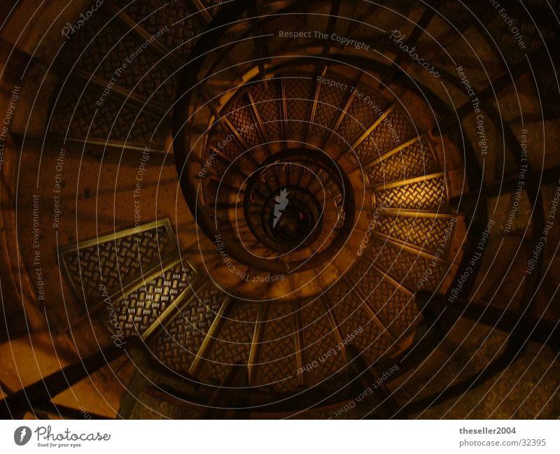 treppen des Champ Alasées Haus dunkel Architektur Treppe Treppenhaus