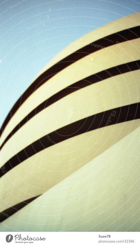 NY Guggenheim Architektur Gebäude Kunst modern USA Amerika Museum Spirale New York City Bildausschnitt Anschnitt New York State Fassadenverkleidung