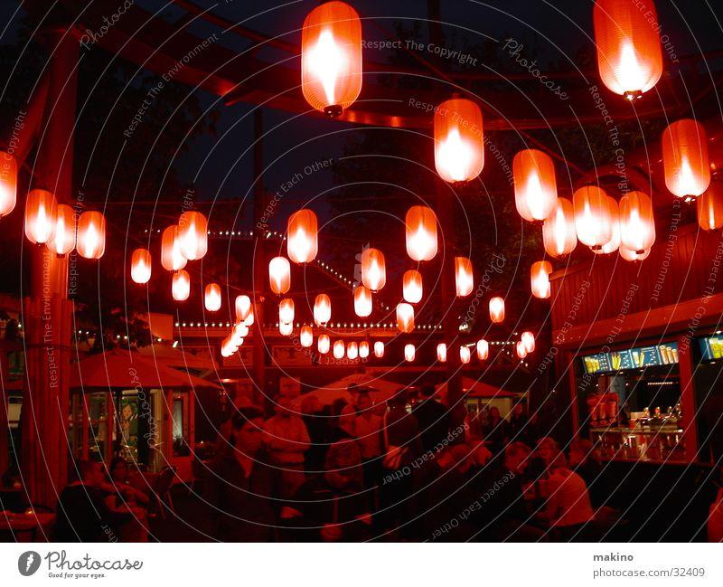 Tivoli Vergnügungspark Laterne Zuckerwatte rot Club Party Abend Mensch Licht