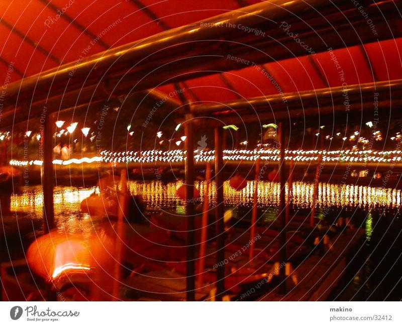 Eine Bootsfahrt die ist lustig ... Wasser rot Wasserfahrzeug Dach Club Dänemark Vergnügungspark Kopenhagen Tivoli