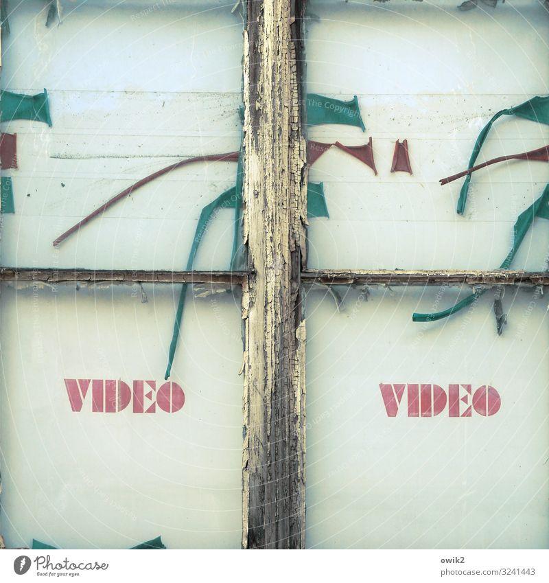 Aus der guten alten Zeit Fenster Video Großbuchstabe Beschriftung Werbung Holz Glas Kunststoff Schriftzeichen Schilder & Markierungen retro Verfall