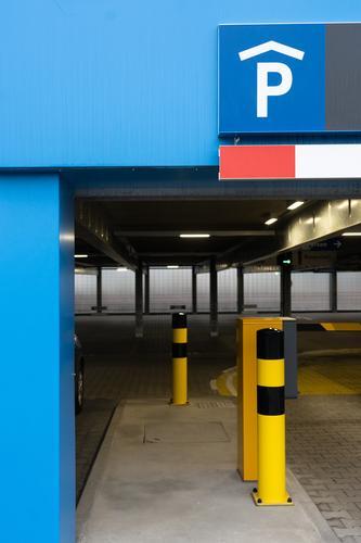 Parkhaus Städtereise Warnemünde Kleinstadt Mauer Wand Verkehr Autofahren Straße Wege & Pfade einfach modern blau gelb grau Beginn Ordnung