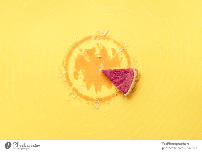 Nur ein Tortenstück. Das letzte Stück Preiselbeerkuchen. Beerenkuchen Dessert Süßwaren Essen Winter Feste & Feiern Erntedankfest Weihnachten & Advent