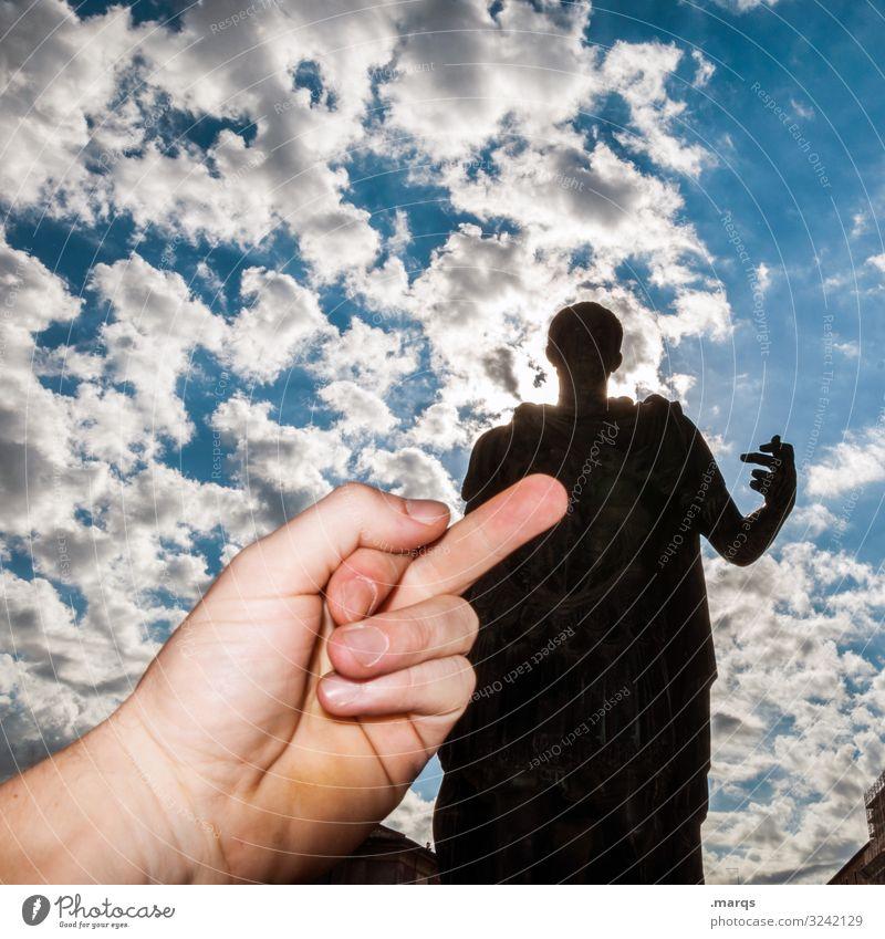 Sightseeing Ferien & Urlaub & Reisen Tourismus Städtereise Mann Erwachsene Hand Himmel Wolken Schönes Wetter Caesar Statue Sehenswürdigkeit Stinkefinger Ärger