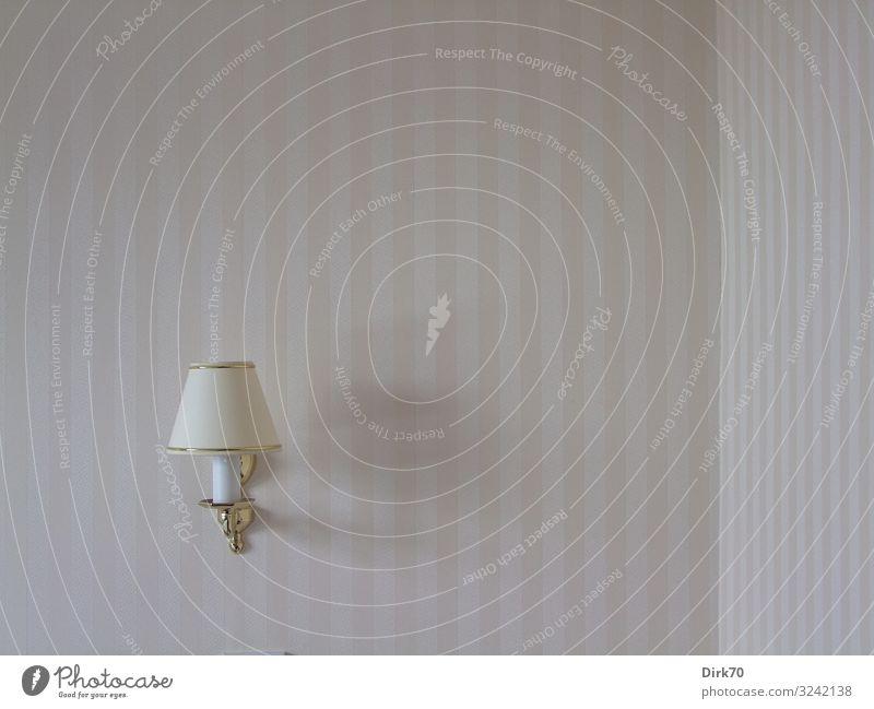 Leselampe an der Wand mit Zimmerecke Ferien & Urlaub & Reisen Tourismus Hotel Hotelzimmer Häusliches Leben Wohnung Lampe Tapete Raum Schlafzimmer England
