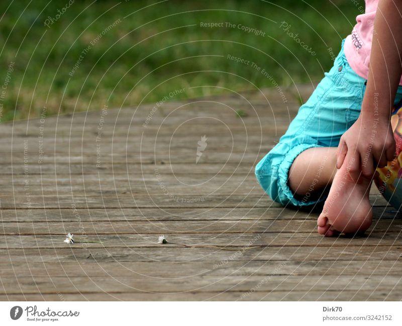 Dänischer Sommer Ferien & Urlaub & Reisen Tourismus Sommerurlaub Häusliches Leben Wohnung Garten Terrasse Mensch feminin Kind Mädchen Kindheit Beine Fuß 1