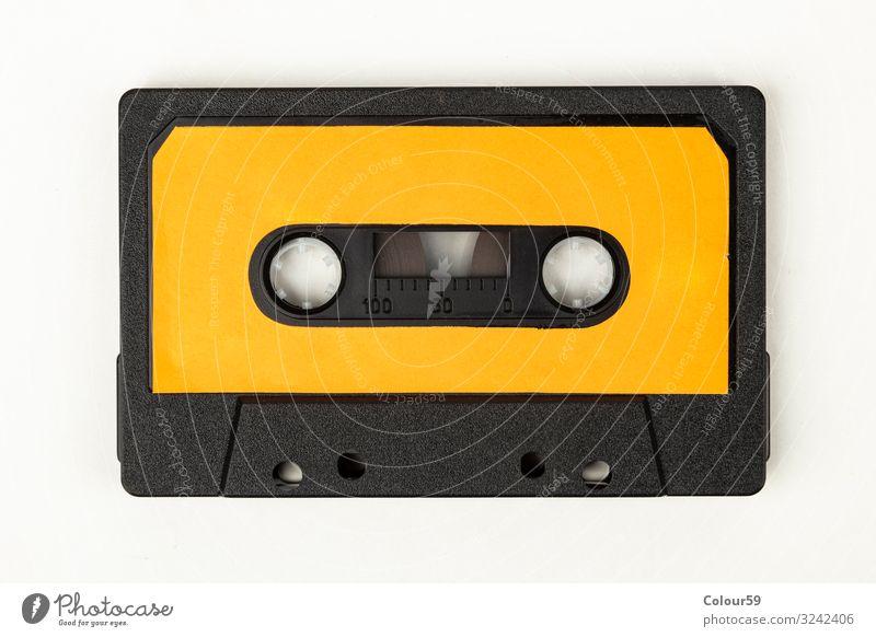 Musikkassette Tonband musikkassette audiokassette Kunststoff retro orange Audio 80s Disco Hintergrundbild label vintage analog Farbfoto Studioaufnahme