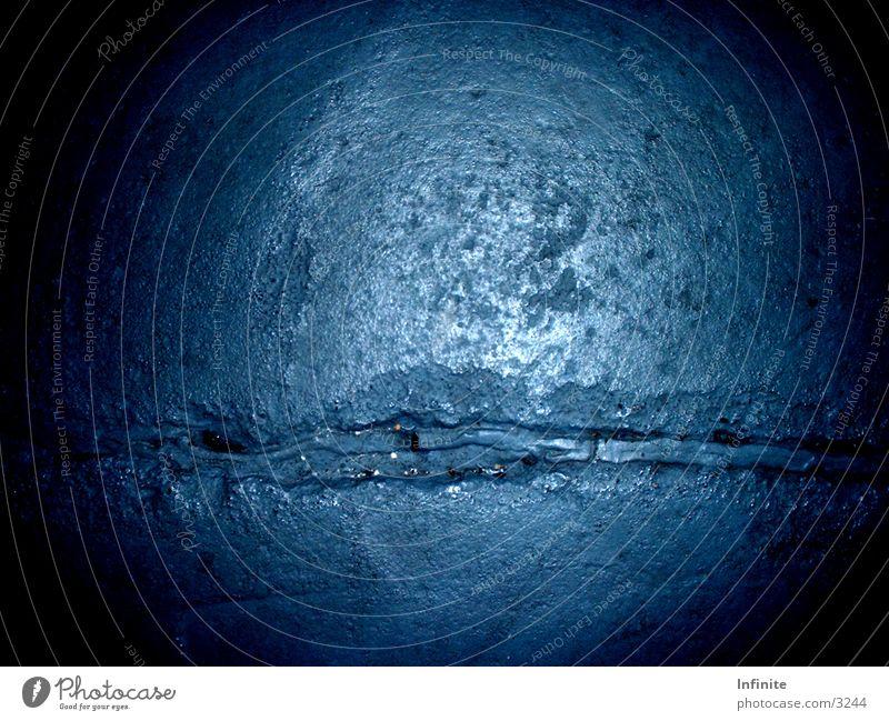 Aufgeplatzer Kristallstein blau Stein gebrochen