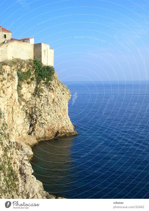 dubrovnik / küste Klippe Festung Meer Atlantik Wellen Ruine Verfall Europa historisch Stadtmauer Wasser Himmel Natur Felsen Stein alt Landschaft
