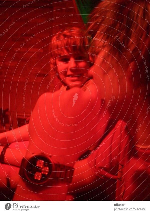 red night Mensch Mann Hand grün rot Gesicht Junge lachen Haare & Frisuren Feste & Feiern warten Bekleidung Brille stehen Club Ampel