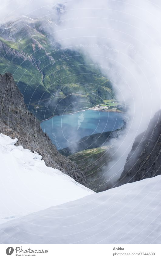 Blick vom Svartisengletscher Ferien & Urlaub & Reisen Abenteuer Klettern Bergsteigen Natur Klima Klimawandel Gletscher Fjord Norwegen blau grün weiß entdecken