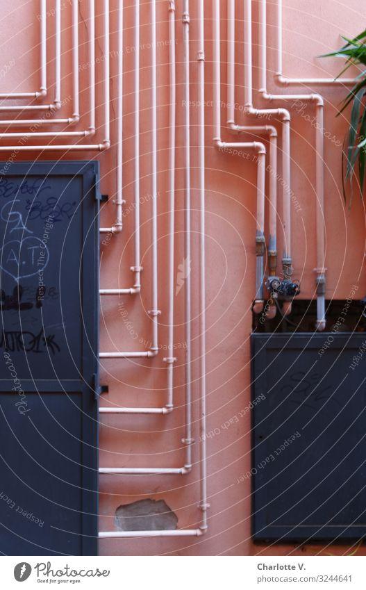 Parallelen Energiewirtschaft Verteiler Mauer Wand Eisenrohr Röhren Metall ästhetisch außergewöhnlich eckig fantastisch einzigartig Originalität rosa schwarz