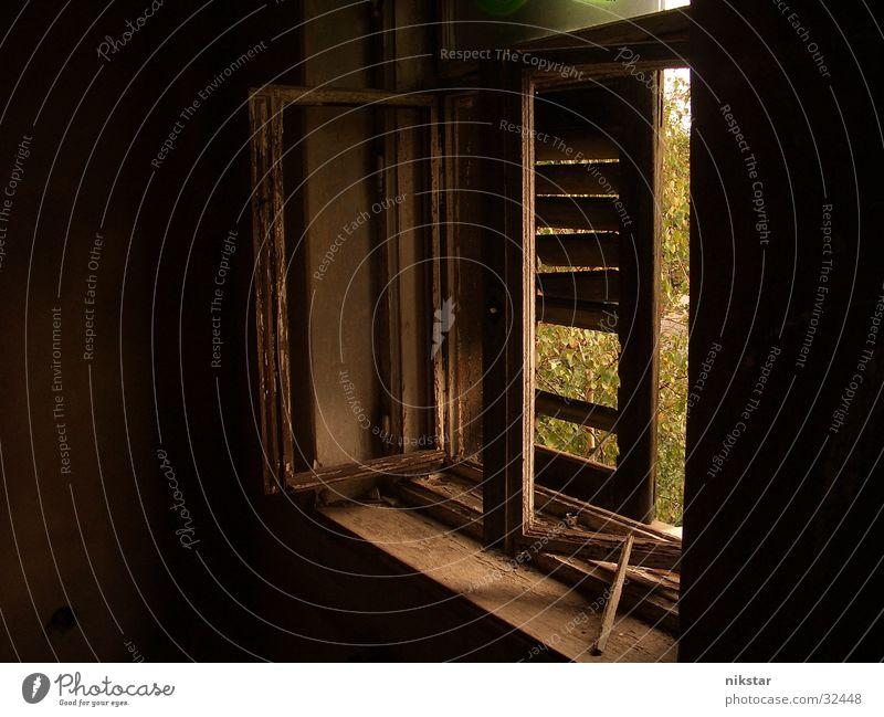 the secret window Gebäude baufällig Ruine Fensterladen kaputt Licht dunkel verfallen historisch das geheime fenster alt Fensterscheibe Glas Zerstörung lammelen