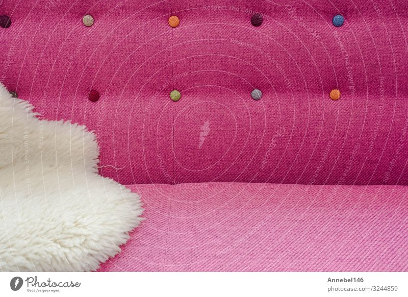 Nahaufnahme des Hintergrundes aus rosa Farbe weichem Samt Reichtum Stil Design Dekoration & Verzierung Möbel Sofa Mode Stoff modern retro Geborgenheit bequem
