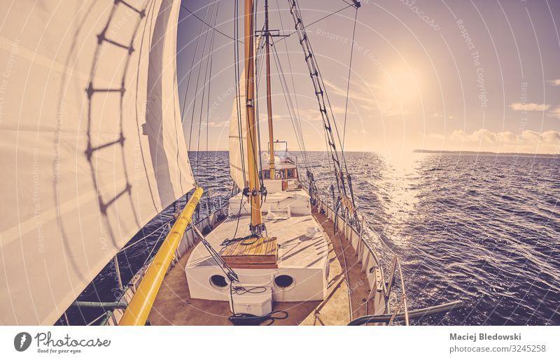 Altes Segelschiff bei Sonnenuntergang. Lifestyle Ferien & Urlaub & Reisen Tourismus Abenteuer Ferne Freiheit Kreuzfahrt Meer Segeln Himmel Horizont Wind Verkehr