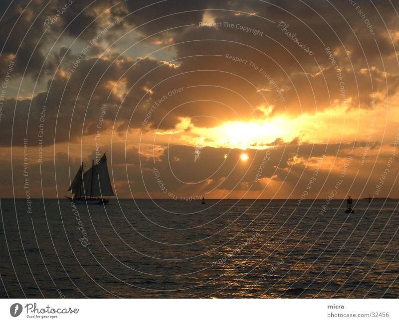 Sonnenuntergang Meer Wolken Segelboot