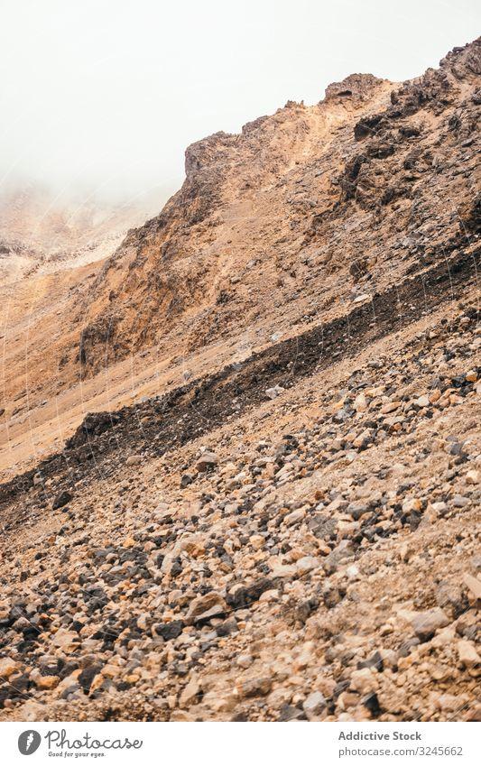Klippen bei Neuseeland Felsen Berge u. Gebirge wolkig Himmel grau Sträucher Stein malerisch Landschaft Natur Gipfel Abenteuer extrem wandern Trekking Hügel