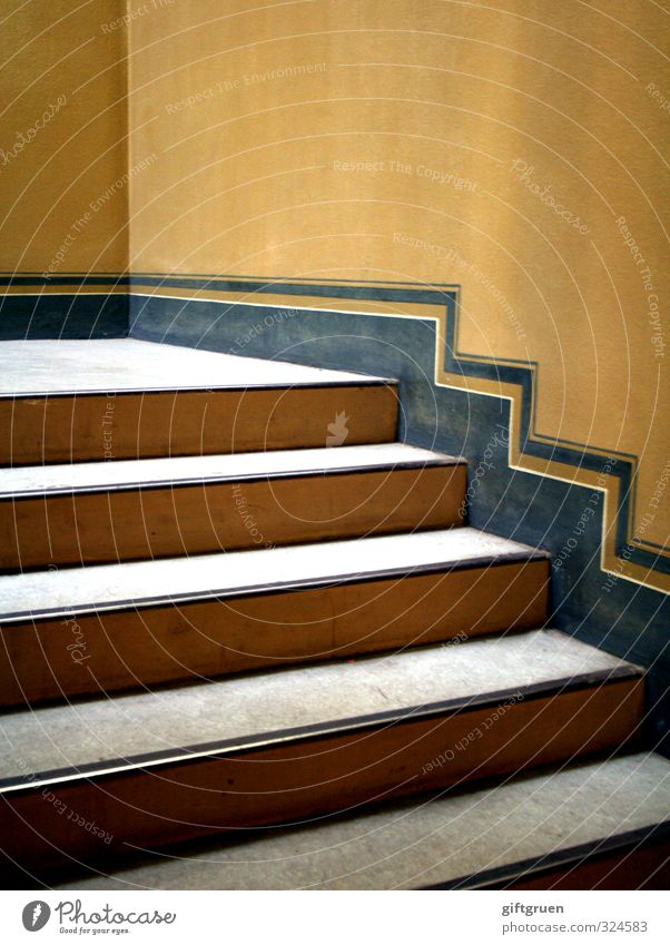 hochparterre Haus Bauwerk Gebäude Architektur Mauer Wand Treppe alt Treppenhaus Gebäudeteil Altbau verziert ästhetisch Linie Strukturen & Formen gelb blau eckig