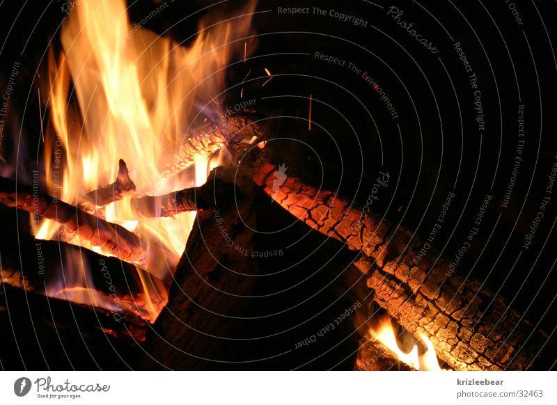 on fire Holz Sommer Camping Grillen Langzeitbelichtung Brand Lager Feuerstelle scheite