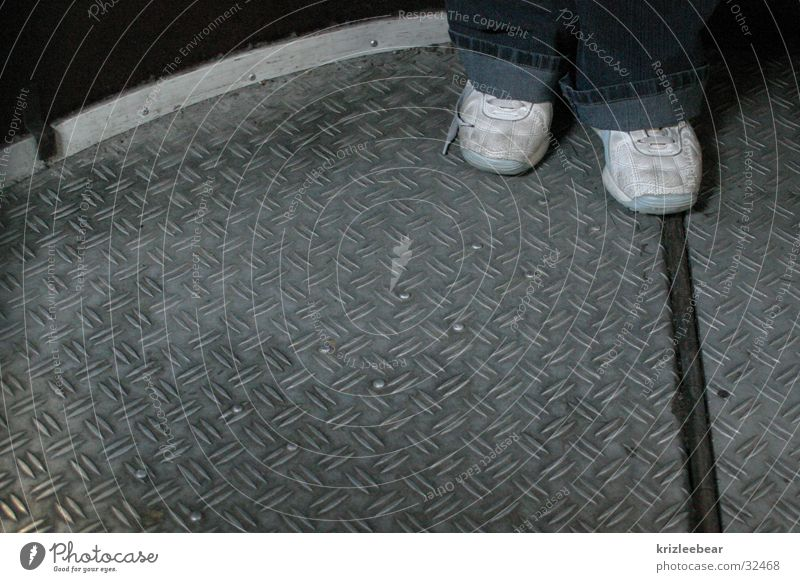 öde busfahrt Schuhe Eisenplatte Verkehr Fuß drehplattform