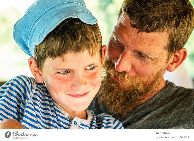 LIEBLINGSMENSCH(en) Vater Sohn Liebe Zusammensein Kind Porträt Sonnenlicht Kontrast Licht Tag Detailaufnahme Nahaufnahme Außenaufnahme Farbfoto Malaysia Junge