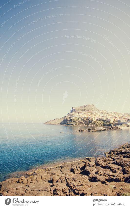 steinküste Umwelt Natur Landschaft Urelemente Erde Wasser Himmel Wolkenloser Himmel Sommer Wärme Hügel Felsen Küste Strand Bucht Meer natürlich Sardinien