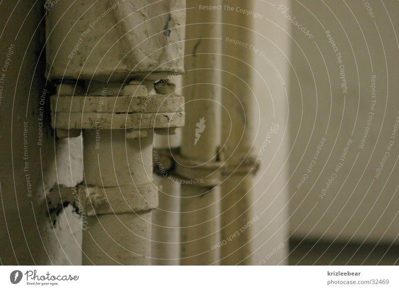 pipemania alt Wand Industrie Röhren Heizkörper Beule