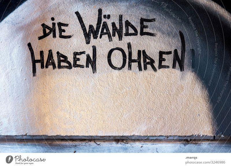 Die Wände haben Ohren | Geschriebenes Graffiti Wand Mauer Angst Schriftzeichen hören Wachsamkeit Überwachung Datenschutz Verschwiegenheit