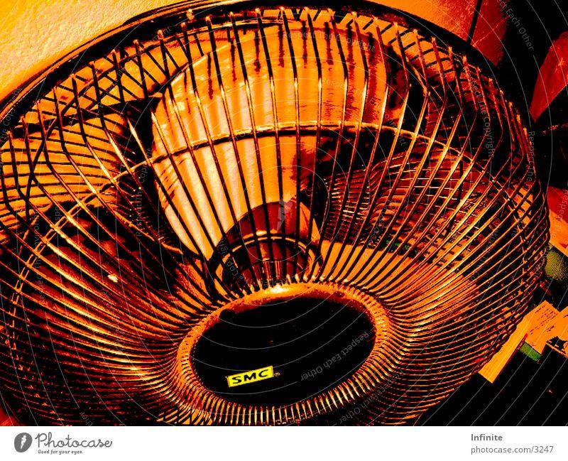 Ventilator braun Luft Gitter Schutzgitter schwarz Fototechnik alt Bewegung Zirkulation Rotor Anblasen SMC