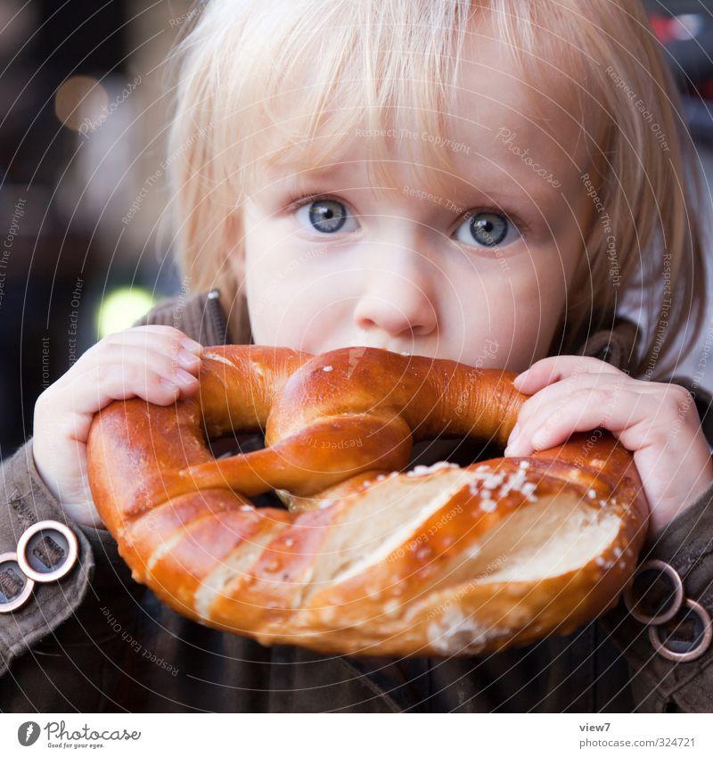 #324721 Mensch Kind Mädchen Auge feminin Lebensmittel Kindheit blond Zufriedenheit Zukunft Getreide Appetit & Hunger Kleinkind Jacke Bioprodukte Kindergarten