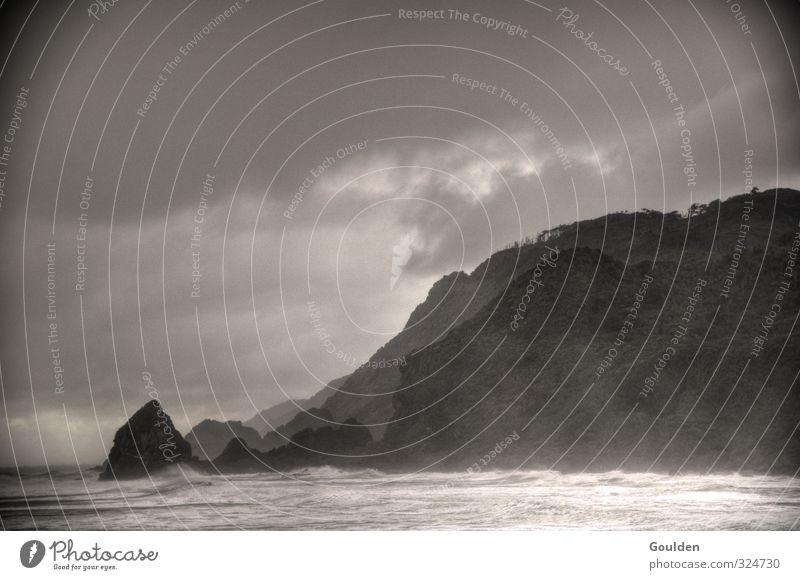 Liviathan 0 Landschaft Wasser Himmel Wolken Gewitterwolken schlechtes Wetter Unwetter Wind Sturm Regen Wellen Küste Meer Insel Jagd Aggression dunkel