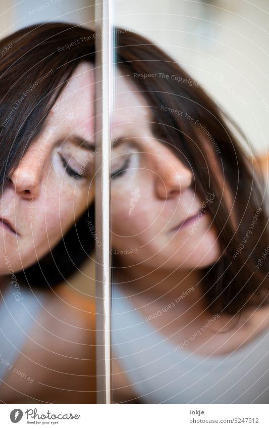 Spiegelbild Frau Erwachsene Leben Gesicht 1 Mensch 30-45 Jahre authentisch außergewöhnlich Gefühle Stimmung Akzeptanz Geborgenheit Müdigkeit Einsamkeit